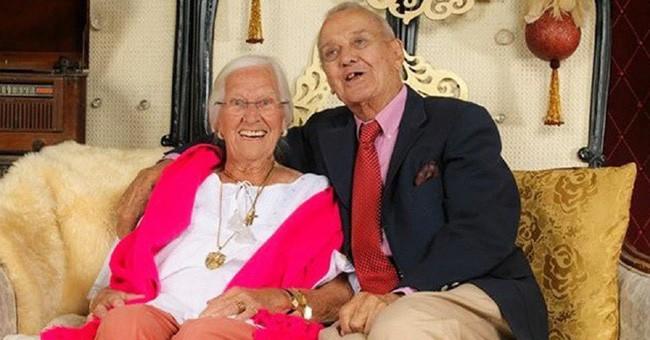 Cặp vợ chồng chung sống hạnh phúc với nhau 75 năm, thời điểm họ nhắm mắt xuôi tay càng chứng minh định mệnh là có thật - Ảnh 7.