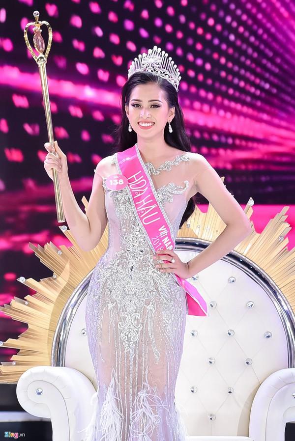 Gia cảnh ít biết của Hoa hậu Tiểu Vy và 2 Á hậu tài sắc vừa đăng quang - Ảnh 1.