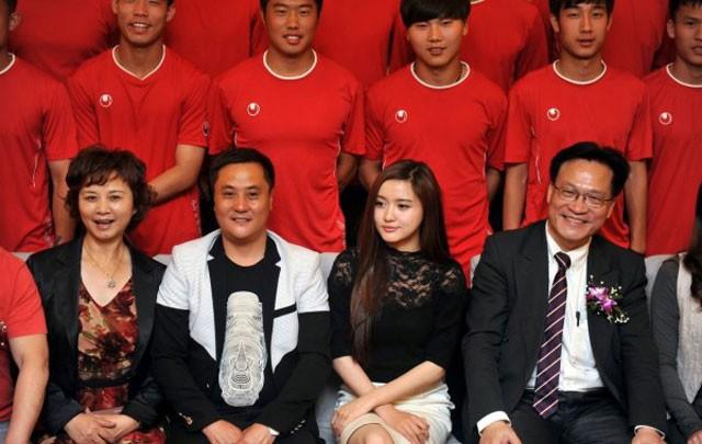 Nếu nữ hoàng nội y Ngọc Trinh làm chủ tịch bóng đá - Ảnh 2.
