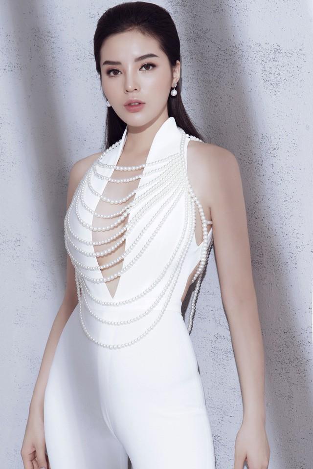 5 Hoa hậu Việt Nam đăng quang năm 18 tuổi: Người số đỏ như Tiểu Vy, kẻ xui xẻo như Kỳ Duyên - Ảnh 11.