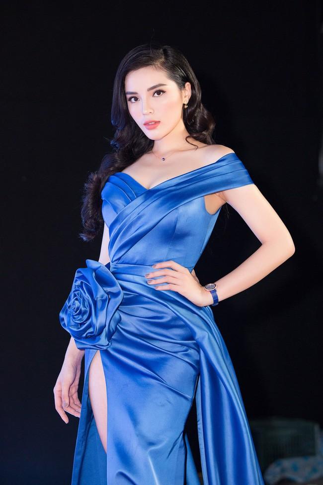 5 Hoa hậu Việt Nam đăng quang năm 18 tuổi: Người số đỏ như Tiểu Vy, kẻ xui xẻo như Kỳ Duyên - Ảnh 10.