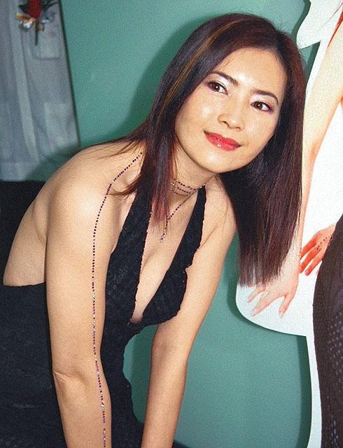 Cuộc sống bi đát của ngọc nữ Hong Kong Lam Khiết Anh: Nhặt thức ăn thừa, sống nhờ trợ cấp  - Ảnh 2.