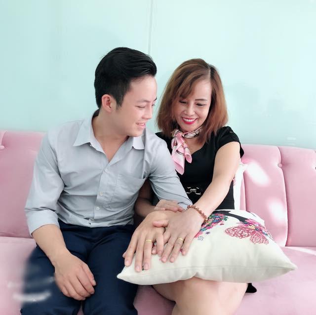 Cô dâu 62 tuổi tiếp tục phát ngôn sốc: Xin lỗi vì em đã là mối tình đầu của anh - ảnh 2