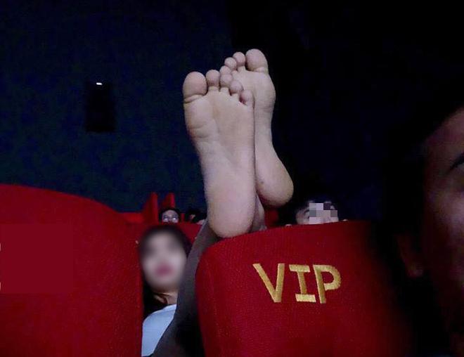 Chàng trai có trải nghiệm kinh hoàng ở rạp chiếu phim vì hành động của đôi tình nhân - ảnh 3