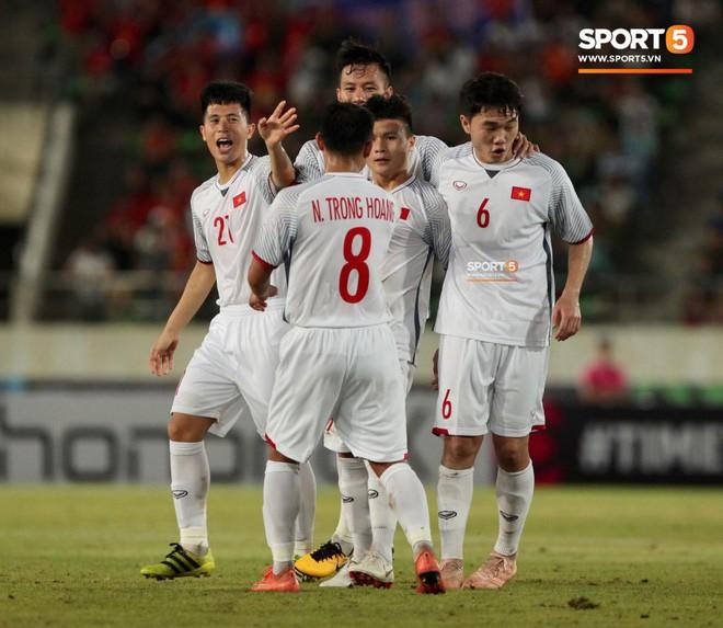 HLV Dương Hồng Sơn: Nếu đội tuyển Việt Nam gặp đối thủ mạnh hơn, tôi nghĩ Công Phượng không được đá chính - Ảnh 3.