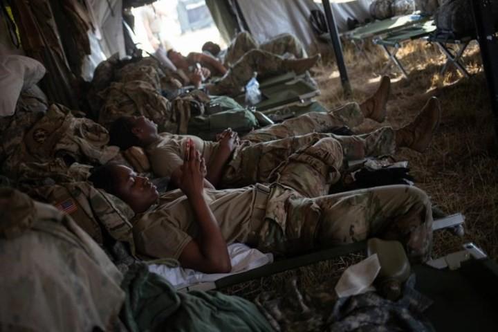 """Ảnh: Lính Mỹ giăng """"thiên la địa võng"""" với Mexico, chặn đứng dân di cư - Ảnh 2."""