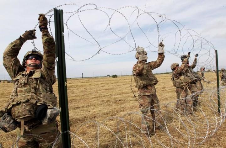 """Ảnh: Lính Mỹ giăng """"thiên la địa võng"""" với Mexico, chặn đứng dân di cư - Ảnh 16."""