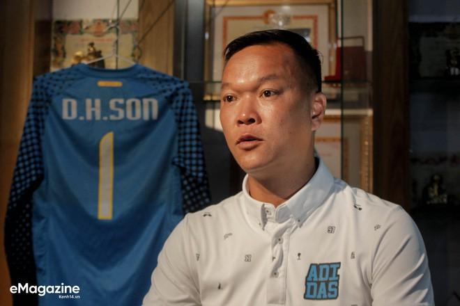 HLV Dương Hồng Sơn: Nếu đội tuyển Việt Nam gặp đối thủ mạnh hơn, tôi nghĩ Công Phượng không được đá chính - Ảnh 4.