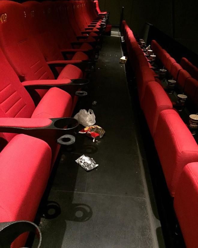 Chàng trai có trải nghiệm kinh hoàng ở rạp chiếu phim vì hành động của đôi tình nhân - ảnh 4