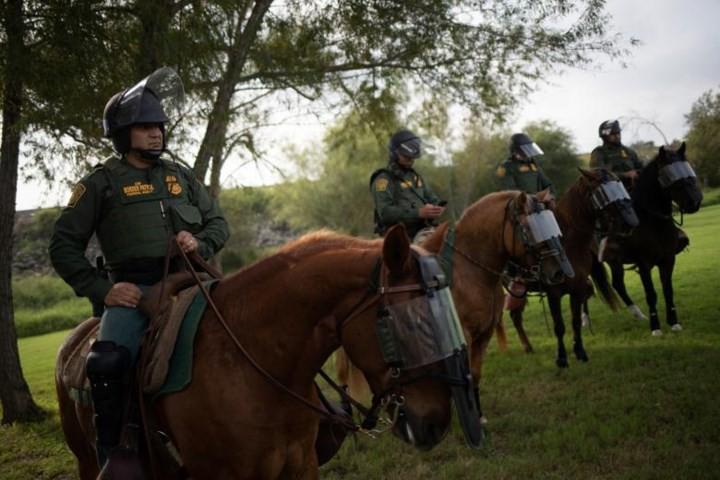 """Ảnh: Lính Mỹ giăng """"thiên la địa võng"""" với Mexico, chặn đứng dân di cư - Ảnh 5."""