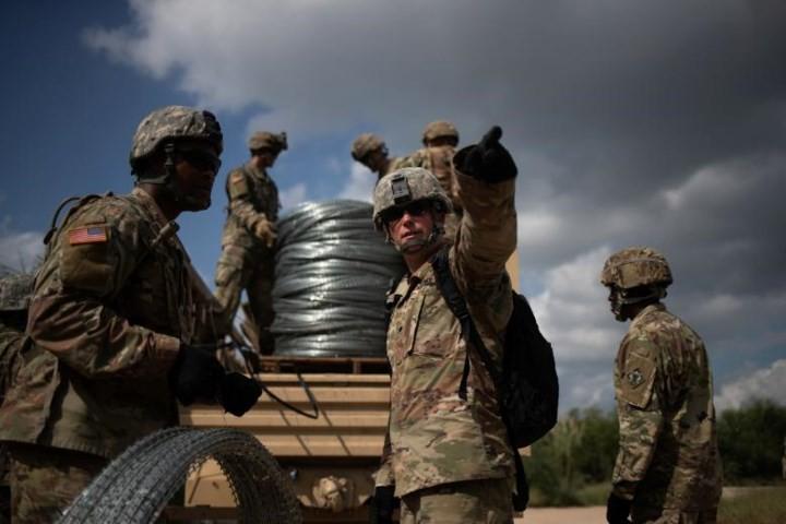"""Ảnh: Lính Mỹ giăng """"thiên la địa võng"""" với Mexico, chặn đứng dân di cư - Ảnh 6."""
