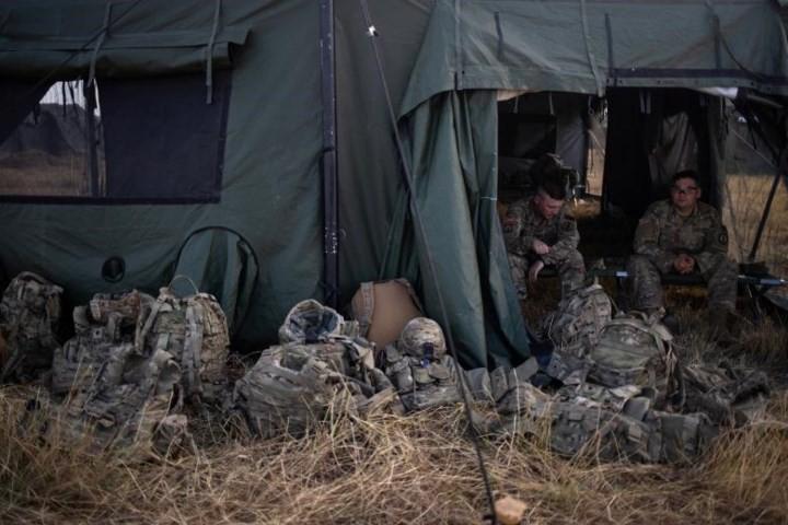 """Ảnh: Lính Mỹ giăng """"thiên la địa võng"""" với Mexico, chặn đứng dân di cư - Ảnh 8."""