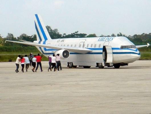Vụ cướp từng gây chấn động ở Đà Nẵng: Không tặc điên cuồng bắn phá máy bay, nhảy xuống từ không trung để tẩu thoát - ảnh 1