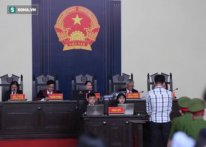 Nữ chủ tọa xử vụ ông Phan Văn Vĩnh: Bị cáo không phải chào Hội đồng xét xử - Ảnh 1.