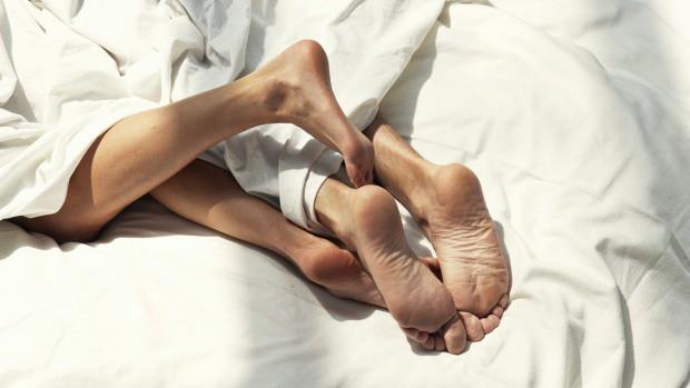 Cho con ngủ chung, bố mẹ có thể dễ bị rối loạn tình dục - Ảnh 1.