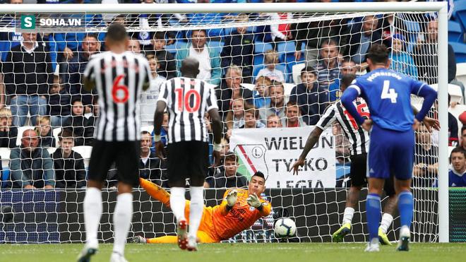 Thủ môn Premier League chịu bất công lớn trong ngày tái xuất tại AFF Cup - Ảnh 2.
