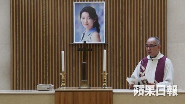 Lễ hoả táng của Lam Khiết Anh: Chị gái trùm kín mặt xuất hiện tiều tụy, người thân khóc nức nở - Ảnh 13.