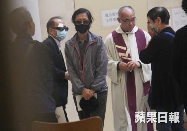 Lễ hoả táng của Lam Khiết Anh: Chị gái trùm kín mặt xuất hiện tiều tụy, người thân khóc nức nở - Ảnh 18.