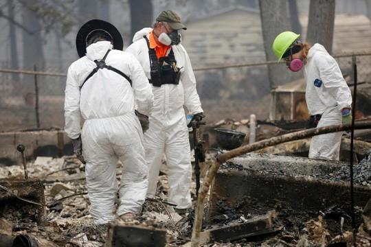 Cháy rừng California: Hơn 600 người mất tích, tăng gấp đôi chỉ sau 1 đêm - Ảnh 1.