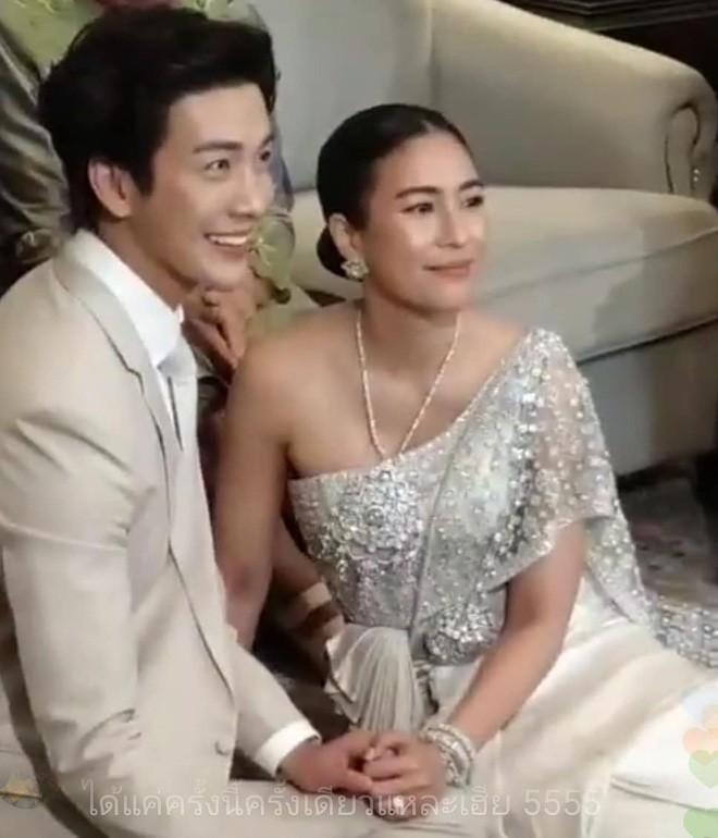Đám cưới cặp quyền lực nhất Tbiz Push Puttichai và Jooy: Hôn lễ truyền thống siêu sang, dàn phù dâu phù rể khủng - Ảnh 11.
