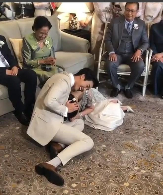 Đám cưới cặp quyền lực nhất Tbiz Push Puttichai và Jooy: Hôn lễ truyền thống siêu sang, dàn phù dâu phù rể khủng - Ảnh 13.