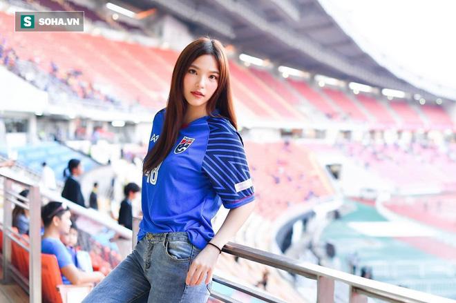Ngắm hot girl Thái Lan trao trọn trái tim cho bầy Voi chiến - Ảnh 1.