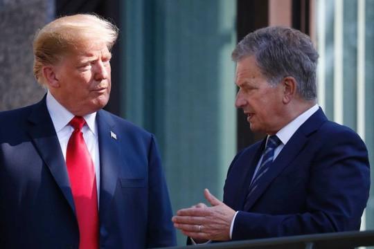 Nói Phần Lan cào cỏ khô để ngăn cháy rừng, ông Trump bị chế nhạo - ảnh 2