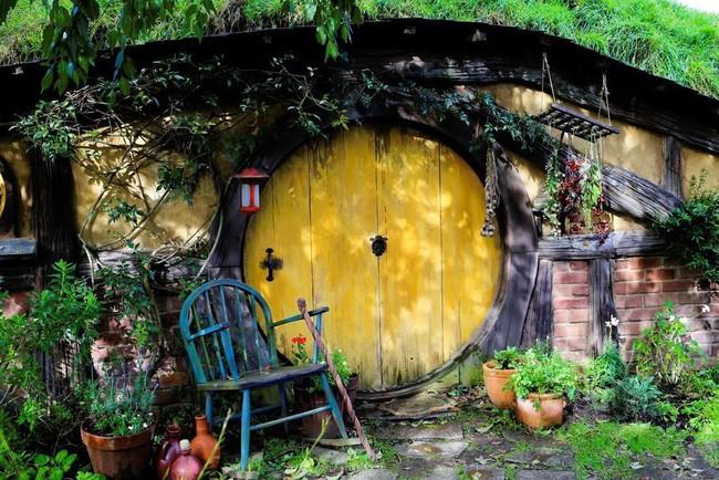 Ngôi làng độc đáo khi toàn bộ các nhà trong làng được xây dựa trên ý tưởng về ngôi nhà của người lùn Hobbit - Ảnh 7.