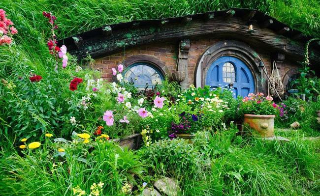Ngôi làng độc đáo khi toàn bộ các nhà trong làng được xây dựa trên ý tưởng về ngôi nhà của người lùn Hobbit - Ảnh 8.