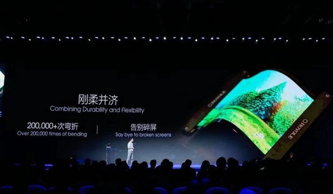 Trung Quốc ú òa ra smartphone bẻ cong đầu tiên trên thế giới: Tạt đầu trước cả Samsung, giá hơn 30 triệu đồng - Ảnh 2.