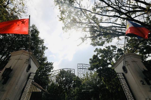 Mời ông Tập Cận Bình đến nhà nghe con gái hát tiếng Trung, TT Duterte bị từ chối phũ phàng - Ảnh 1.
