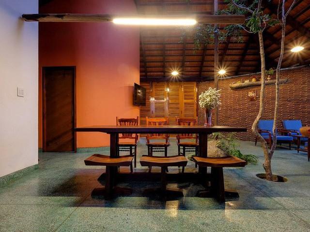 Ngôi nhà ngói ấm cúng như ngôi nhà nhỏ trên thảo nguyên của cặp vợ chồng giáo viên ở Lâm Đồng - Ảnh 11.