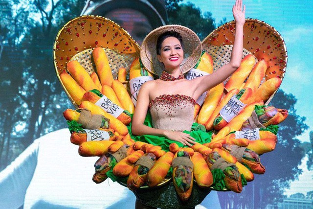 Trang phục bánh mì của HH HHen Niê: Ẩm thực đường phố Việt cần được truyền thông - Ảnh 2.