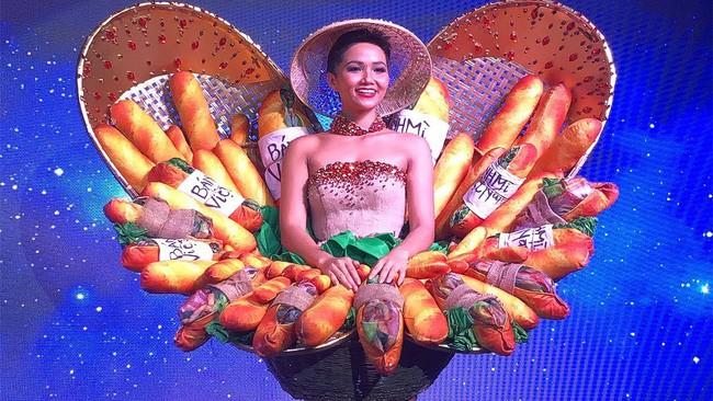 Trong khi khán giả Việt Nam tranh cãi, fan thế giới lại ủng hộ trang phục bánh mì của HHen Niê - Ảnh 7.