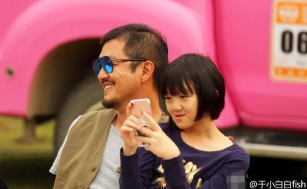 Cuộc sống của con gái Lý Á Bằng: Cô bé tật nguyền đáng nể vẫn phải chịu đựng sóng gió thị phi - Ảnh 12.