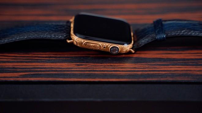 Mãn nhãn với chiếc Apple Watch Series 4 phiên bản mạ vàng trị giá hơn 50 triệu đồng - Ảnh 1.