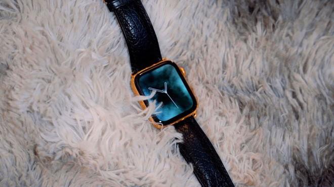 Mãn nhãn với chiếc Apple Watch Series 4 phiên bản mạ vàng trị giá hơn 50 triệu đồng - Ảnh 2.