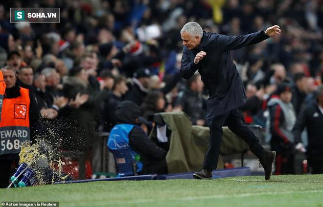 Cứu tinh lên tiếng, Man United vượt qua vòng bảng trong tột cùng sợ hãi - Ảnh 1.
