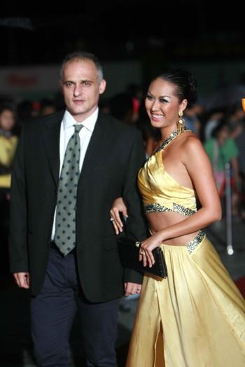 Sao Việt lấy chồng Tây: Sớm nở tối tàn? - Ảnh 4.