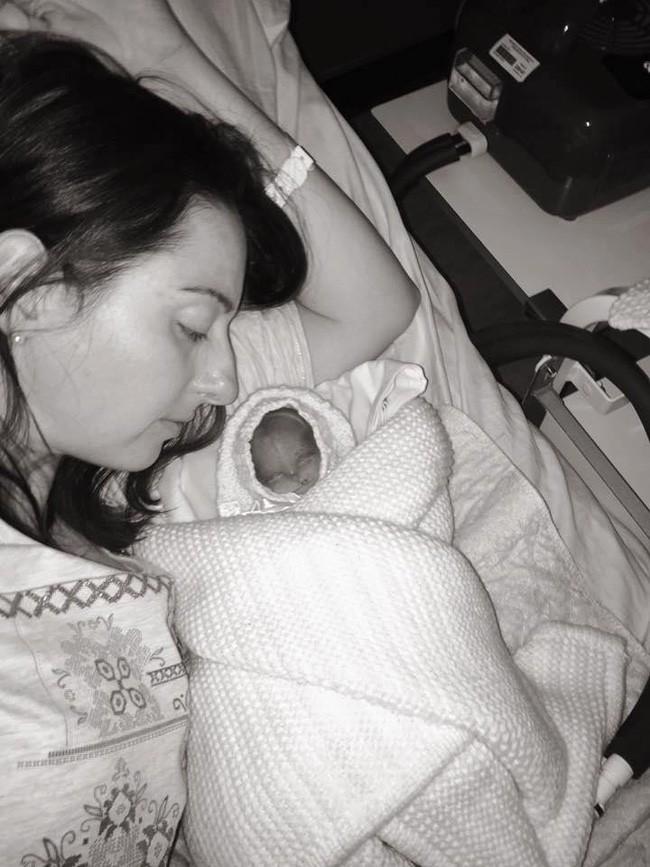 Sinh non ở tuần thai thứ 22, bà mẹ đau đớn mất con vì bị bác sĩ bỏ mặc - Ảnh 5.