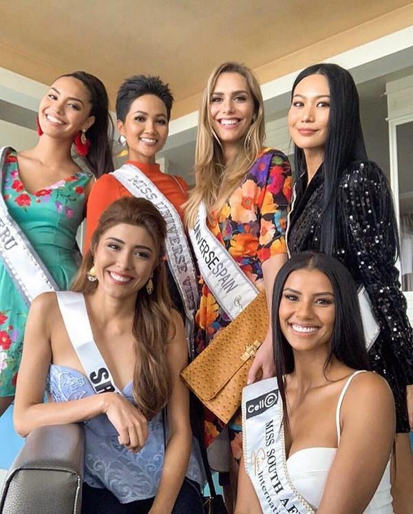 Người đẹp chuyển giới gây tranh cãi khi chính thức đến Thái Lan dự thi Miss Universe 2018 cùng H'Hen Niê - ảnh 4