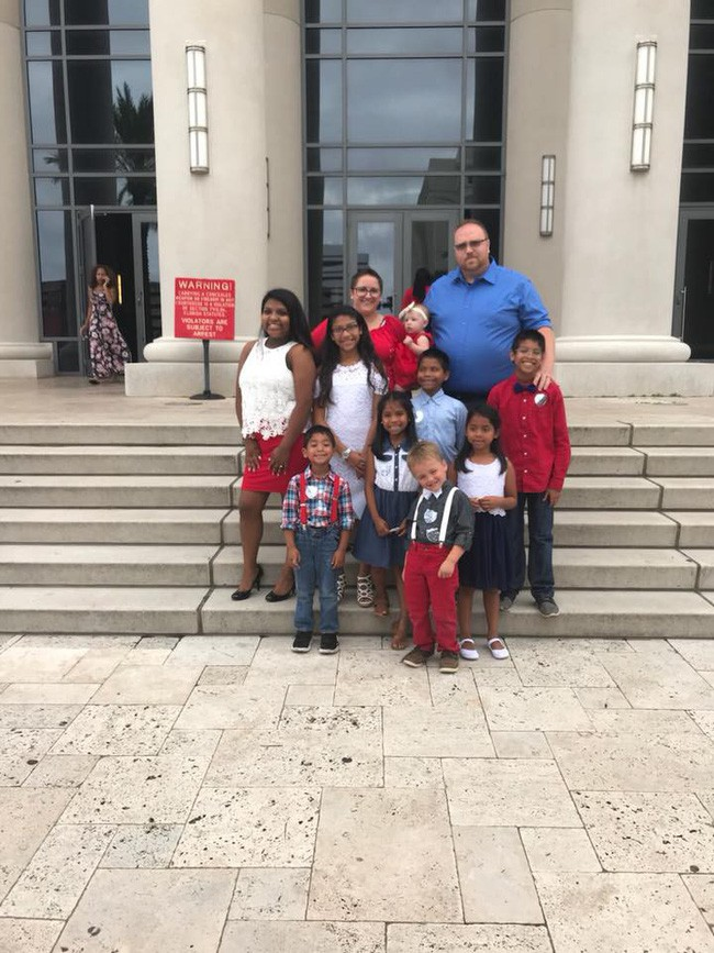 Nhận nuôi 7 anh chị em mồ côi, đôi vợ chồng chẳng ngờ vài tuần sau lại nhận được tin động trời - Ảnh 6.