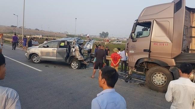 Xe Innova bị tông trên cao tốc: Luật sư cho rằng để an toàn, xe container chỉ có cách đi... lùi - ảnh 1
