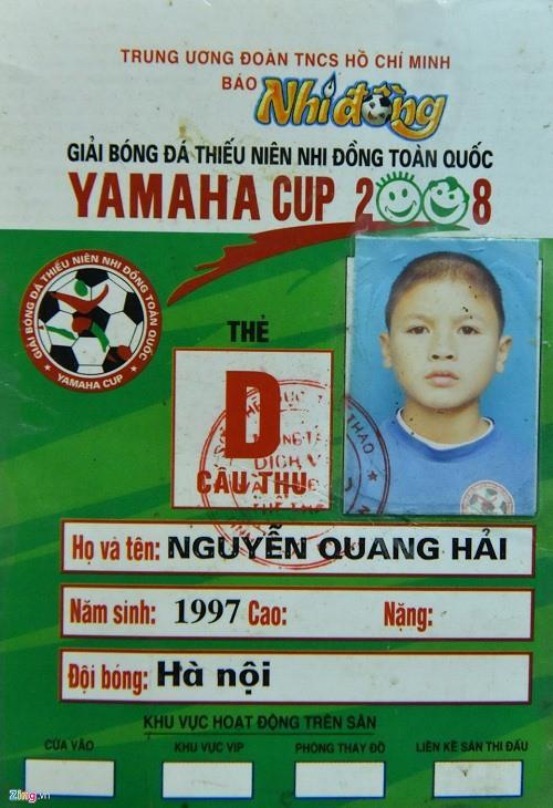 Việt Nam vô địch AFF Cup 2008: Duy Mạnh nhặt bóng ở sân Mỹ Đình, Quang Hải thần tượng Công Vinh - Ảnh 1.