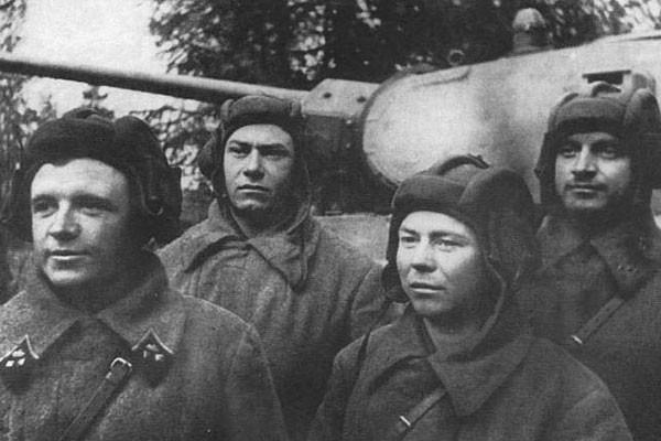 Những kíp xe tăng thiện xạ huyền thoại của Liên Xô và Việt Nam - ảnh 1