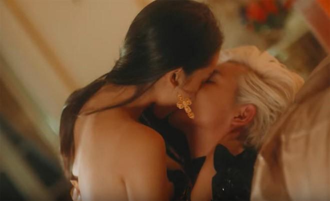 Chân dung nữ chính diễn cảnh nóng gây sốc trong MV 18+ của Nguyễn Trần Trung Quân - Ảnh 2.