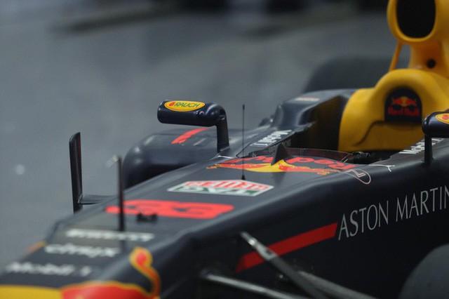 Cận cảnh siêu xe đua F1 ra mắt tại Hoàng thành Thăng Long  - Ảnh 2.