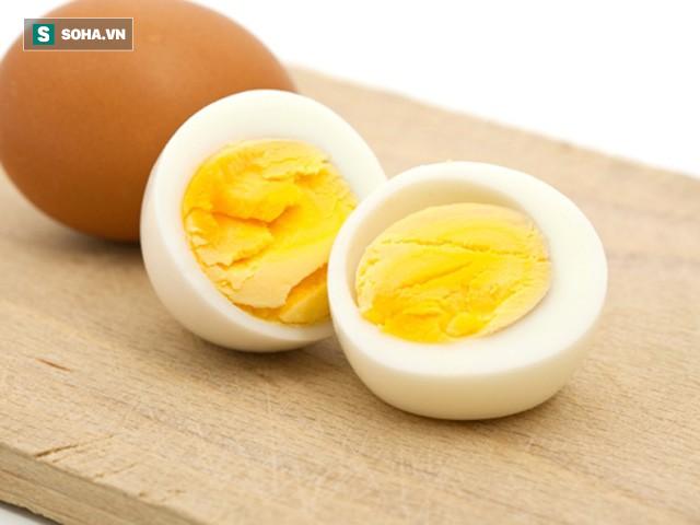 Ăn trứng bị cholesterol cao, ăn đậu phụ bị ung thư, ăn vừng đen tóc: Sự thật hay tin đồn? - Ảnh 1.