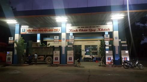 """Cửa hàng xăng ở Nghệ An """"quên"""" giảm giá theo quy định  - Ảnh 1."""