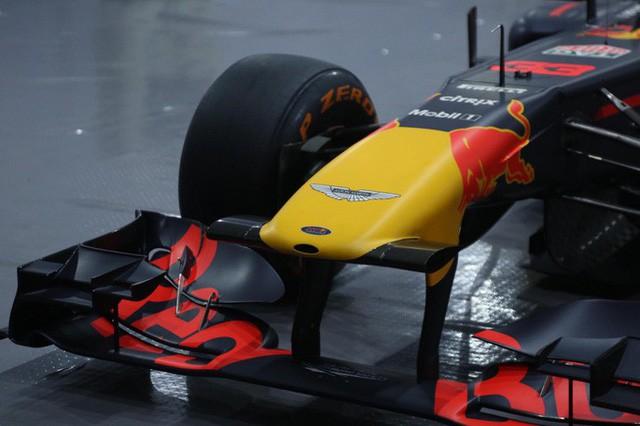 Cận cảnh siêu xe đua F1 ra mắt tại Hoàng thành Thăng Long  - Ảnh 4.